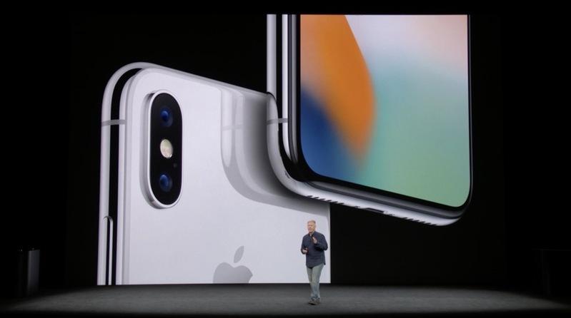 Apple představil iPhone X!